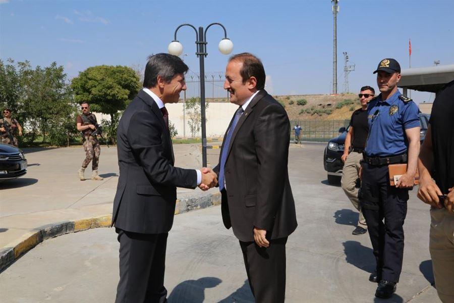 Valimiz Sayın Ali Hamza Pehlivan Habur Sınır Kapımızı ziyaret ederek incelemelerde bulundu.